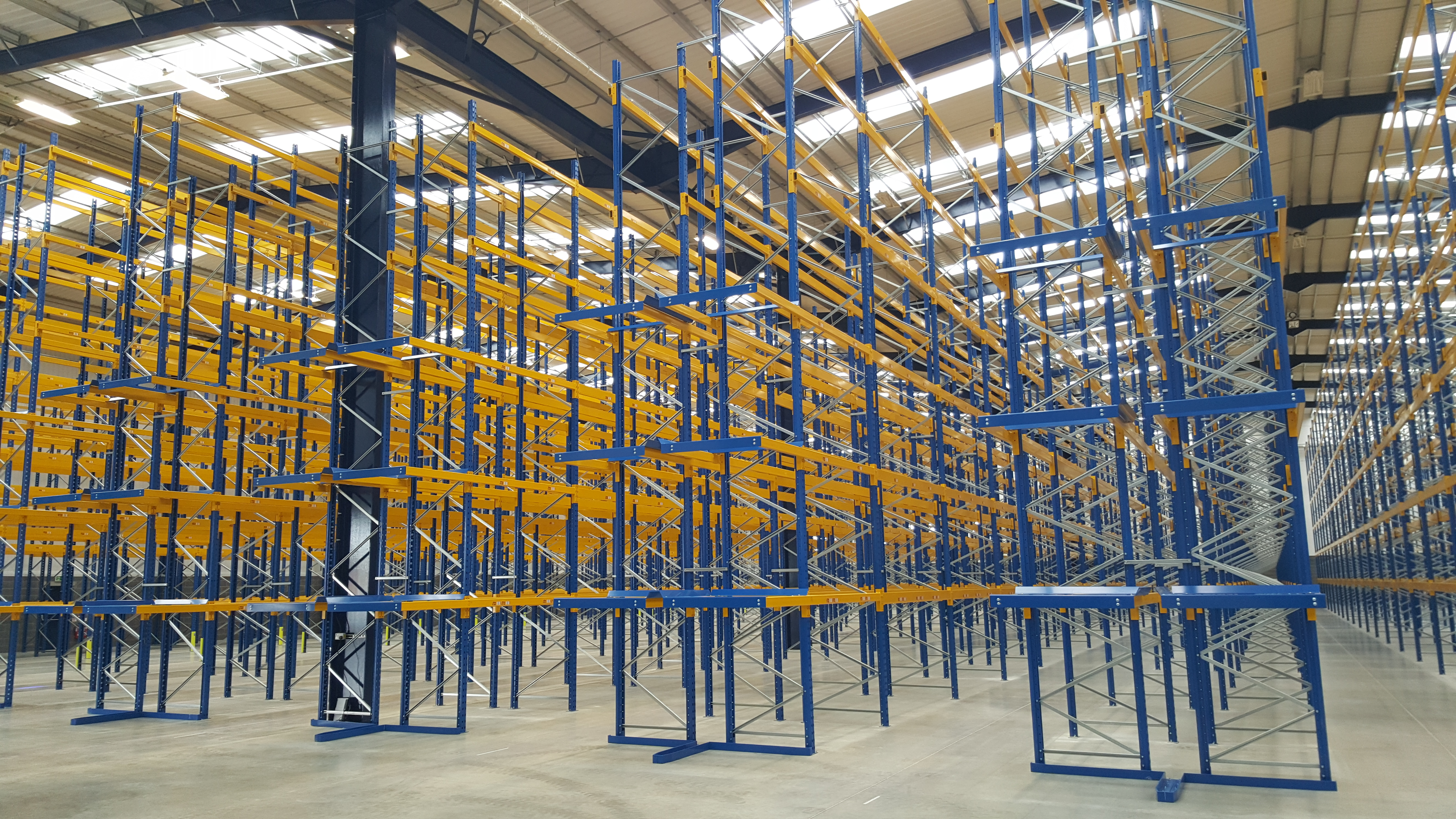 Very Narrow Aisle Pallet Racking (VNA) – What Is It?